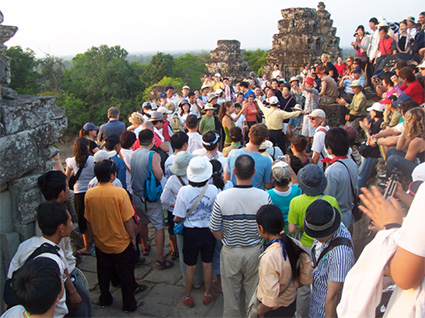 angkor-crowd
