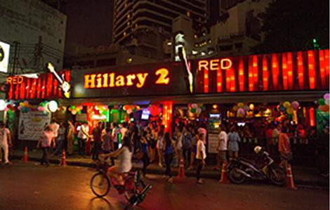 hillary2-pool-bar-live-band-bangkok