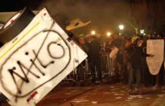 milo-yiannopoulous-berkeley-riot-yianaopolos